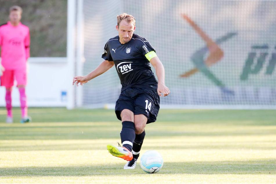 Alles ist gut! FSV-Kapitän Toni Wachsmuth (29) darf wieder gegen den Ball treten.
