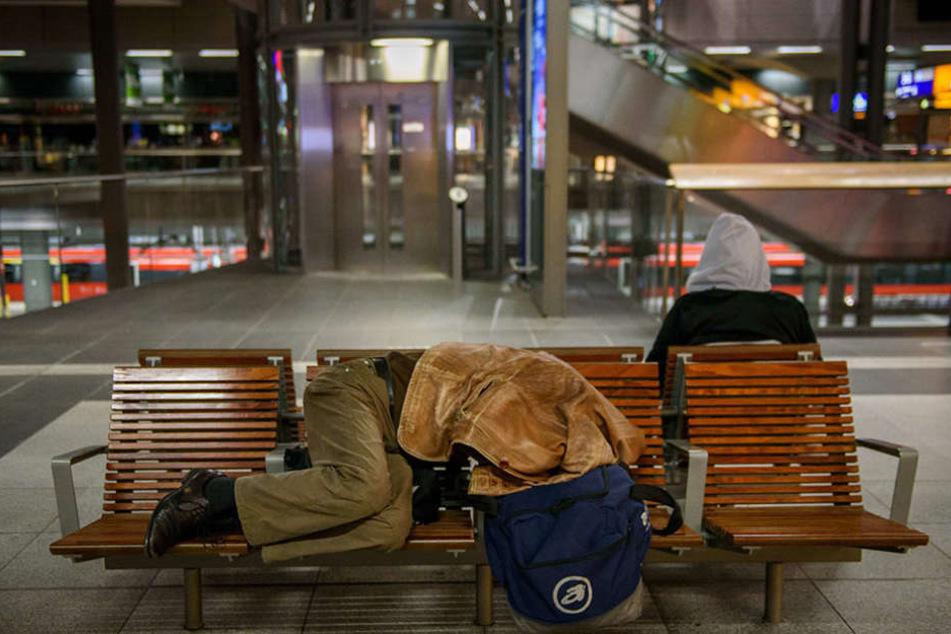 Viele Bahnreisende strandeten am Donnerstag im Berliner Hauptbahnhof.