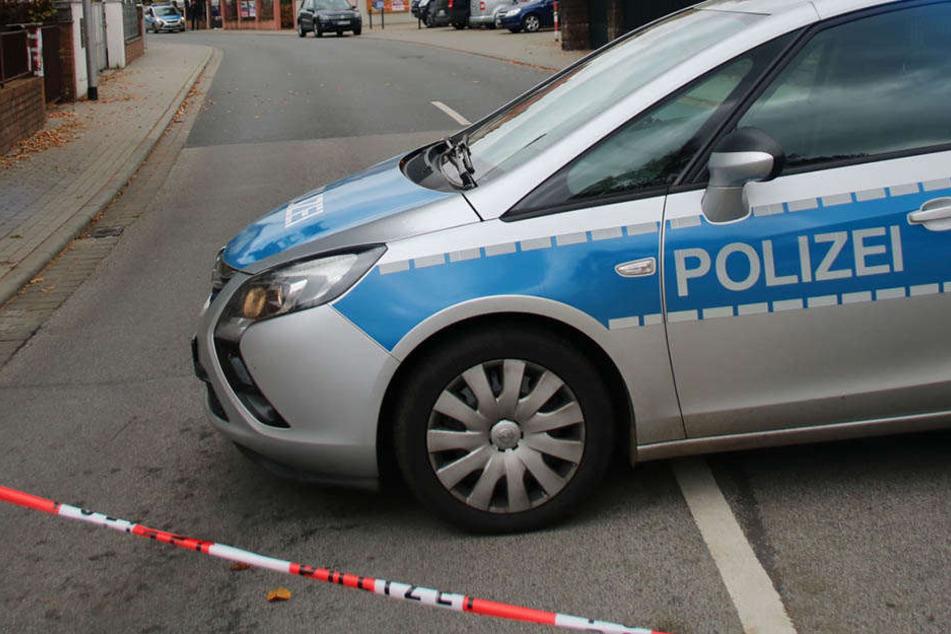 Vor einem Wohnhaus in Cunewalde fand die Polizei eine leblose Seniorin. Jede Hilfe kam zu spät.