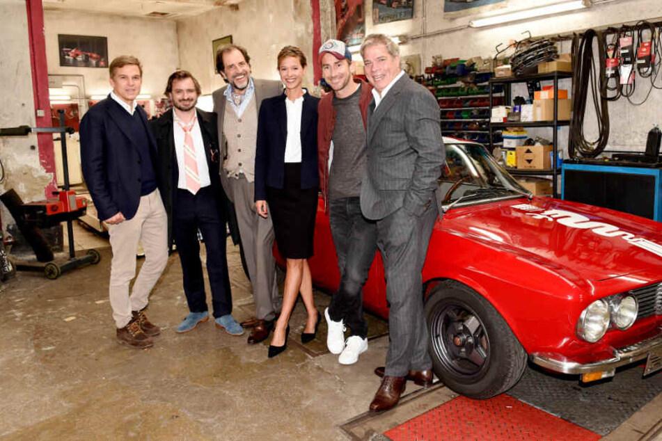 """Markus """"Harry G."""" Stoll (2.v.r.) zusammen mit seinem Cast-Kollegen am Set von """"Der Beischläfer""""."""