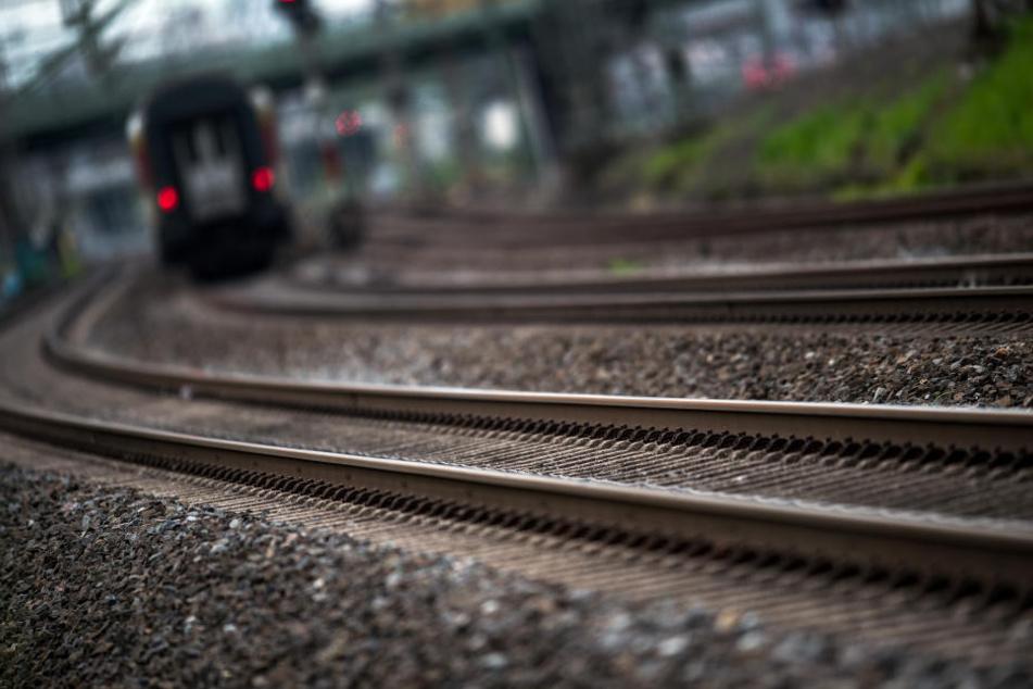 38 Züge hatten deswegen Verspätung. (Symbolbild)