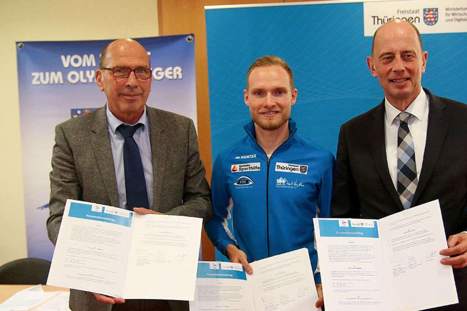 (v.l.) Rolf Beilschmidt, Patrick Beckert und Wirtschaftsminister Wolfgang Tiefensee.