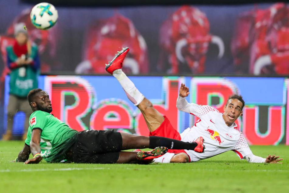 Zweikampf Salif Sané (li.) gegen Poulsen. RB Leipzig fand besonders im ersten Durchgang kaum ein Durchkommen gegen die kompakte gegnerische Abwehr.