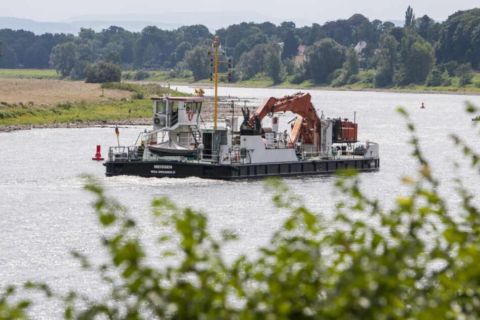 Am Dienstagmittag wurden die Baggerarbeiten an der Flutrinne bei Laubegast eingestellt.