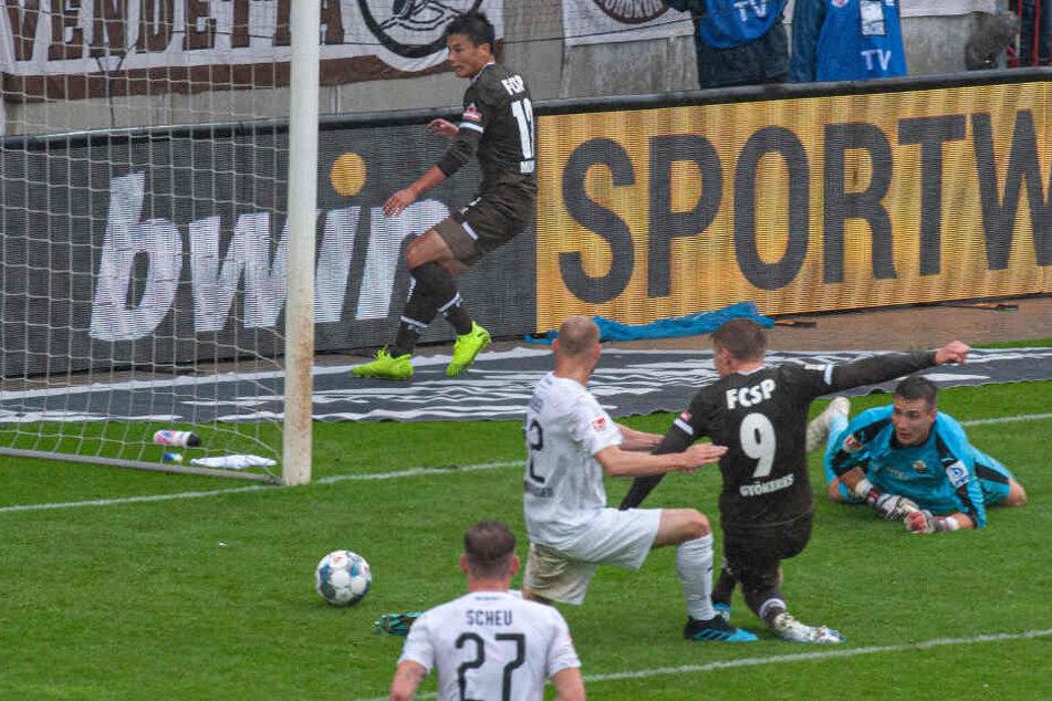 Viktor Gyökeres drückte den Ball nach einem Rückpass über die Linie.