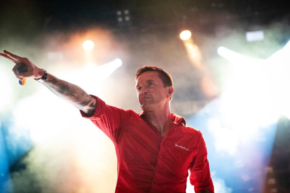 Sänger Marcus Bischoff 2018 auf der Bühne.