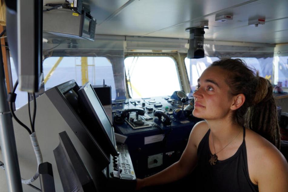 """Kapitänin Carola Rackete ist an Bord ihres Seenotrettungsschiffs """"Sea Watch 3""""."""