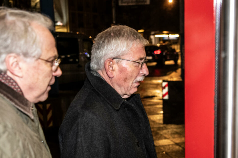 Der ehemalige Berliner Finanzsenator Thilo Sarrazin (r.) kommt zur mündlichen Verhandlung im Berufungsverfahren über seinen Ausschluss aus der Partei.