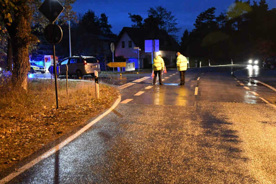 Die Polizei musste die Alte Poststraße nach dem Unfall absperren.
