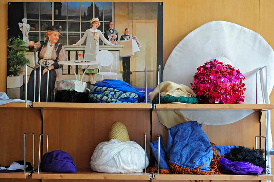 Auch Hüte - von orienalisch bis extravagant - stehen zur Auswahl.