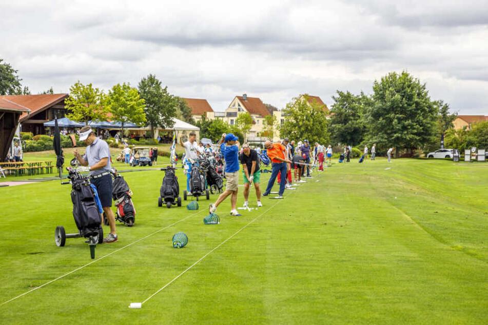 Auch auf der Golfanlage Ullersdorf wird gespielt.