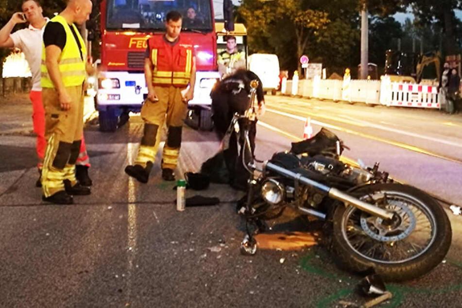 Heftiger Crash auf Leipziger Straße: Auto kracht in Motorrad