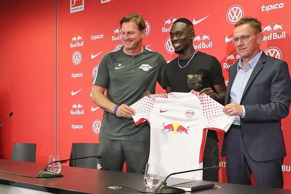 Mit dem Wechsel von Jean-Kevin Augustin (Mitte) haben die Roten Bullen ihre Transferaktivitäten offiziell abgeschlossen.