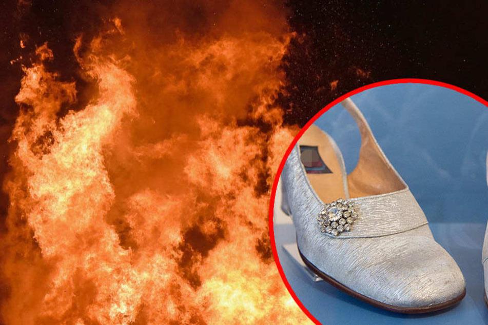 Ein Unbekannter zündete die Schuhe an. Durch die Flammen wurde auch das Treppenhaus in Mitleidenschaft gezogen. (Symbolbild)