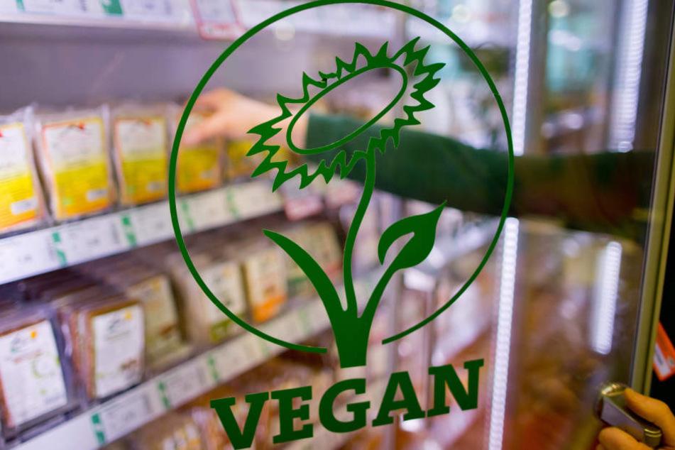Die Vegan-Blume weist auf vegane Lebensmittel hin.