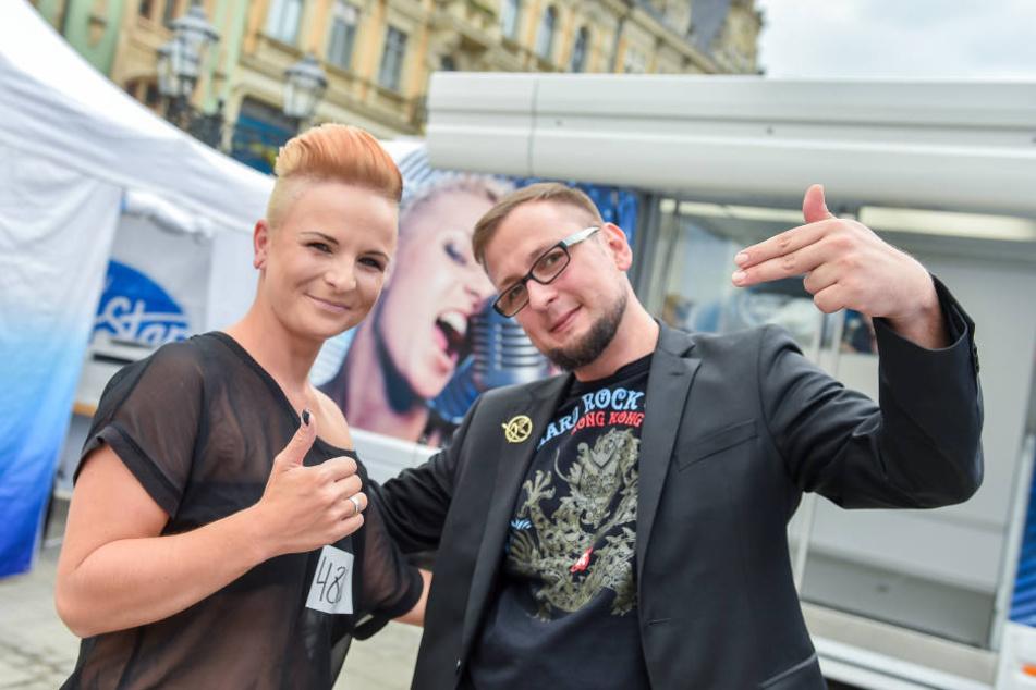 Stephanie Lettau (29) aus Chemnitz traute sich als erste zum DSDS-Casting auf den Hauptmarkt in Zwickau. Ihr guter Freund Martin Broschk (33) ermunterte sie zur Teilnahme.