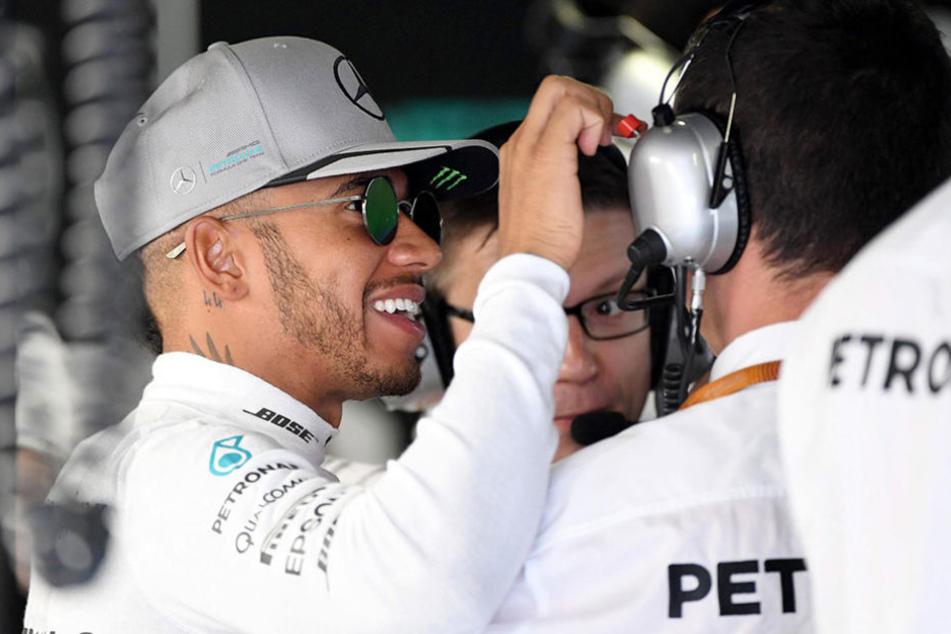 Lewis Hamilton (31) freut sich nach dem Qualifying über die Pole-Position im Rennen am Sonntag.