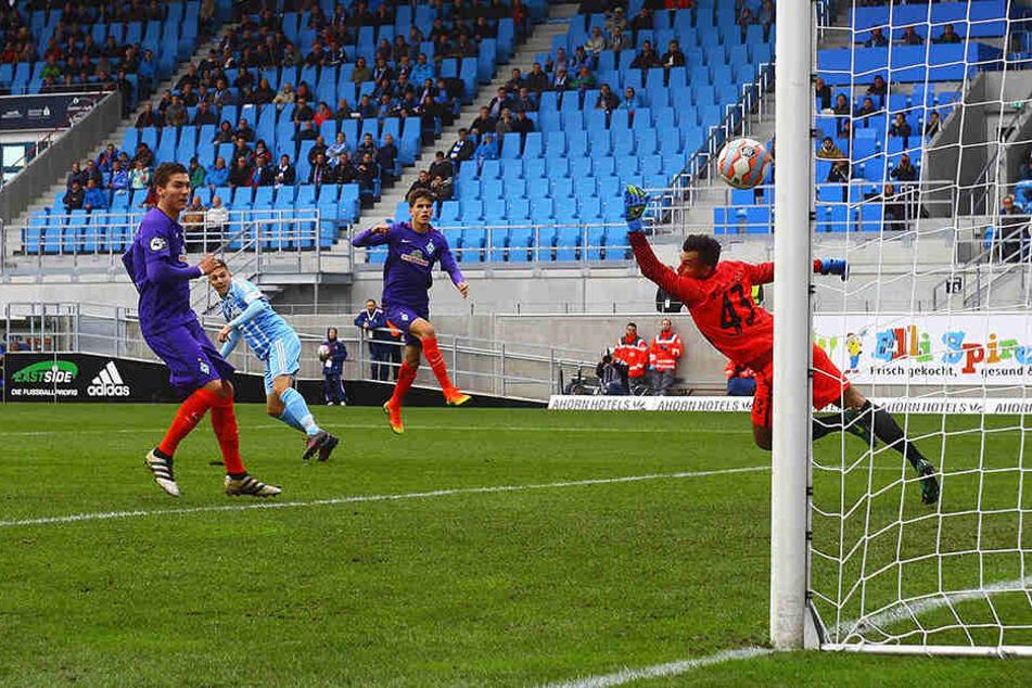Mit diesem Linksschuss brachte Daniel Frahn den CFC im Hinspiel gegen Werder Bremen II (Endstand 1:1) in Führung.
