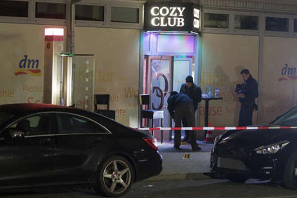 Vor der Discothek Cozy Club kam ein 37-Jähriger bei einer Schießerei ums Leben.