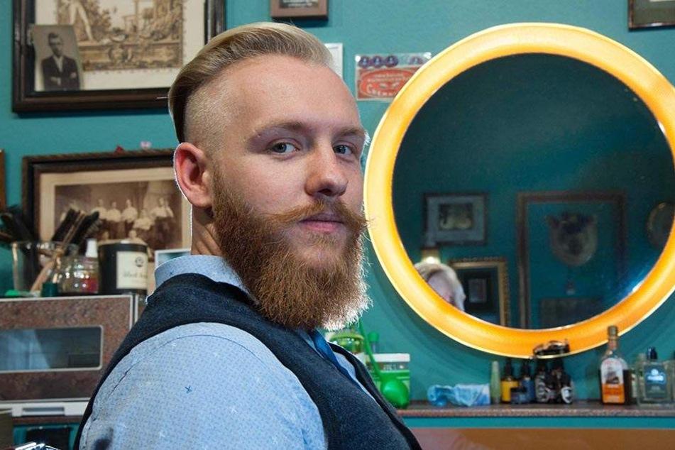 """Mit Bartöl zum Sieg: Fabian Brust (26) hat mit """"Bartbarossa"""" gute Chancen, Deutschlands bester Start-up-Unternehmer zu werden."""
