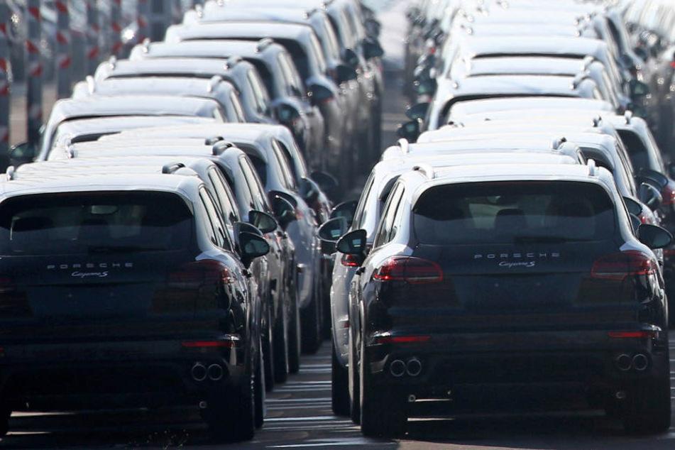 Alleine rund 50.000 Porsche Cayenne müssen wegen Feuergefahr in die Werkstätten. (Symbolbild)