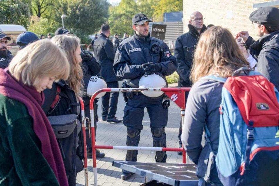 AfD-Gründer Lucke: Dritte Uni-Vorlesung zunächst ohne Krawall