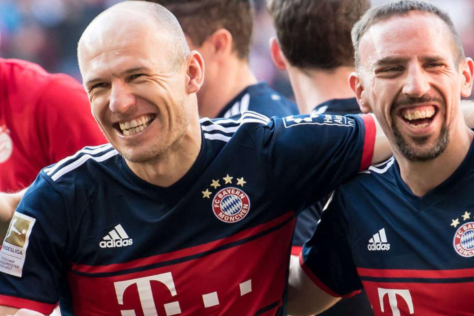 Franck Ribéry (r.) bleibt dem FC Bayern München wohl erhalten.