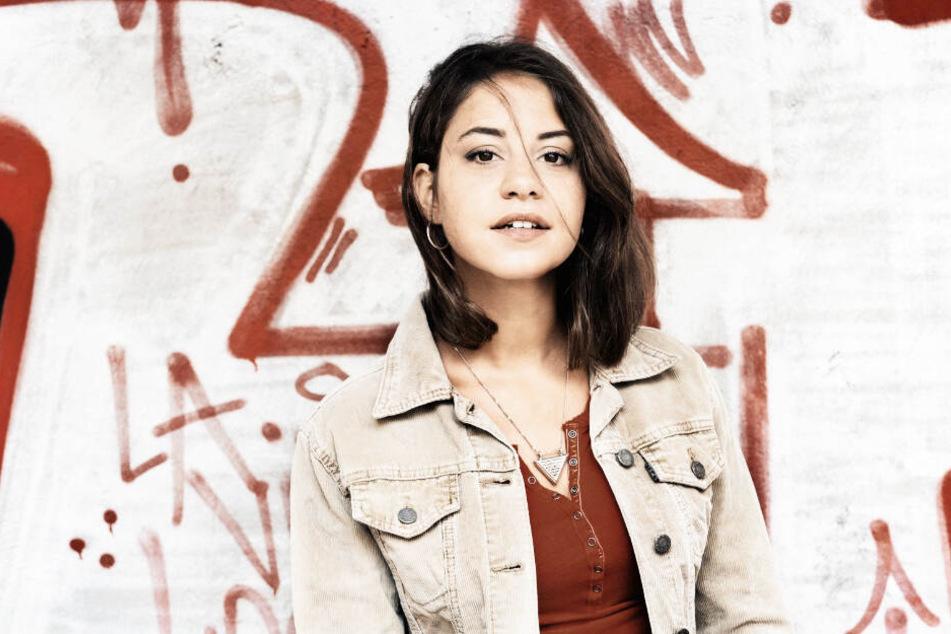 Aynur Sürücü (Almila Bagriacik) wurde von ihrer Familie ermordet, weil sie anders als die Traditionen sein- und leben wollte.