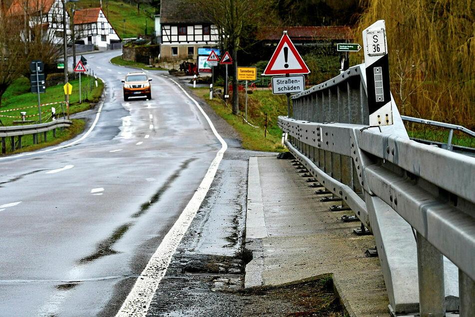 Aus eigener Kraft schaffen manche Kommunen die Ausbesserungen gar nicht mehr. Im Bild ein Zustand aus Tanneberg bei Wilsdruff.