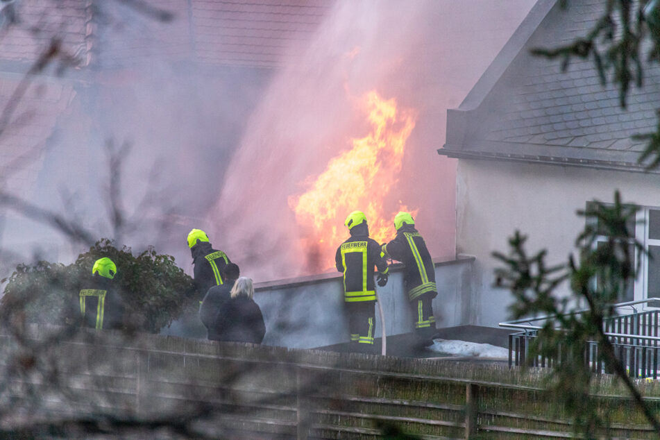 Stundenlanger Feuerwehreinsatz bei verheerendem Schuppenbrand