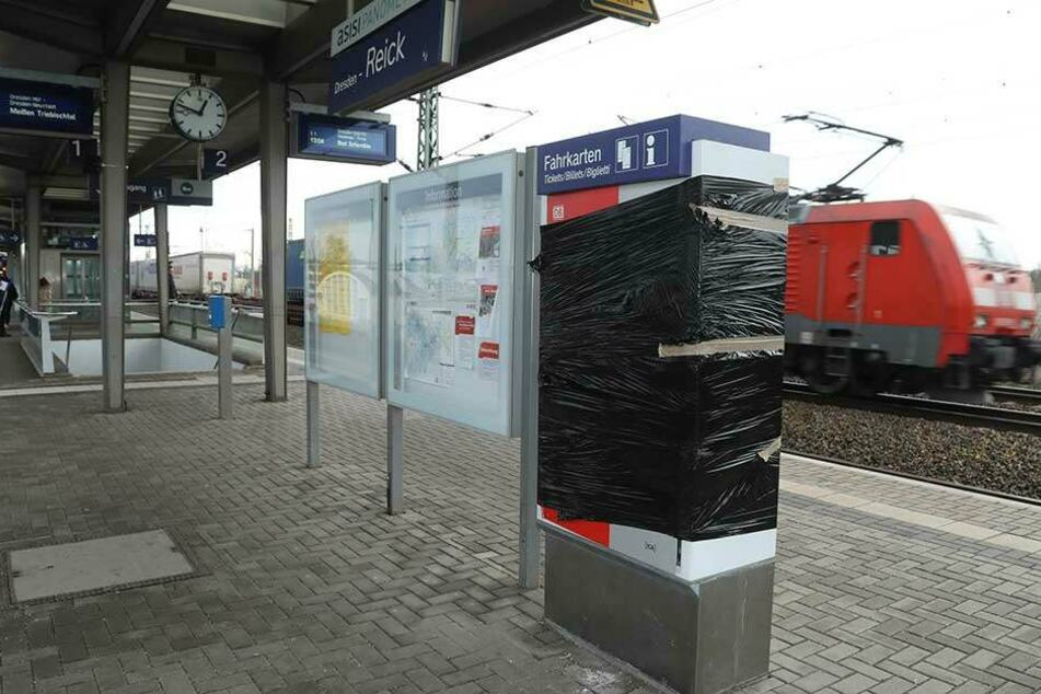 Fahrkartenautomat auf Bahnsteig gesprengt