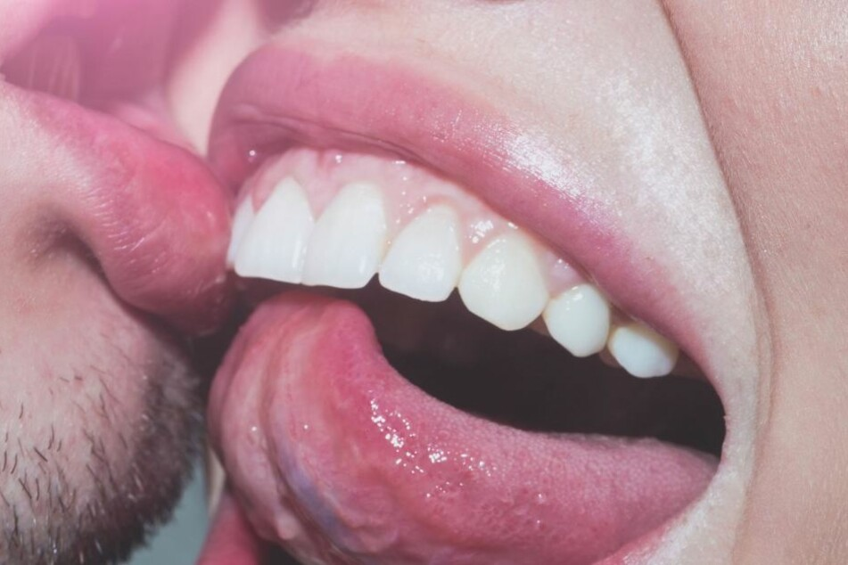 Bekommt man durchs Küssen schlechte Zähne?