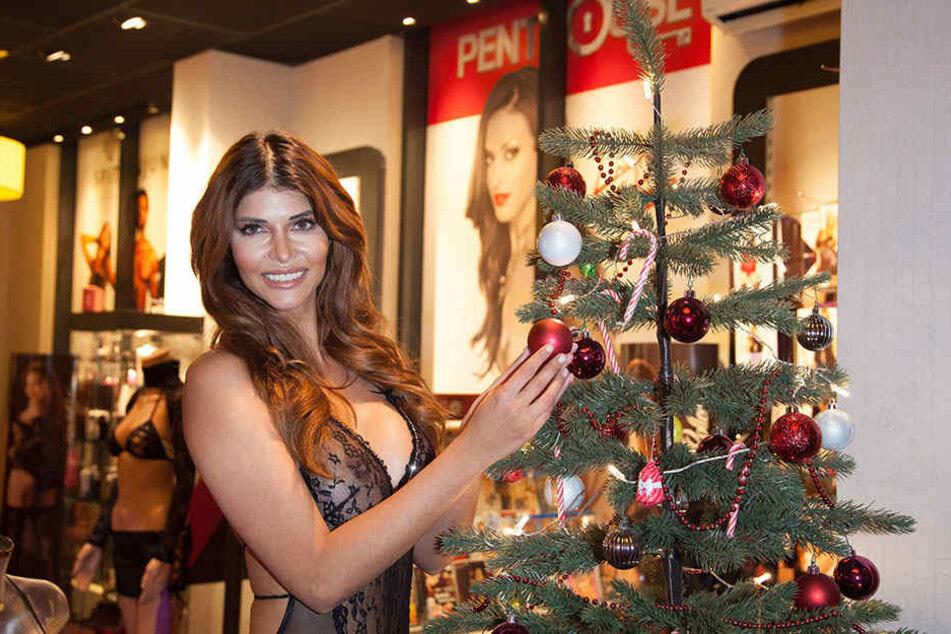 Auch in der Weihnachtszeit lässt Micaela die Finger von warmer Kleidung.