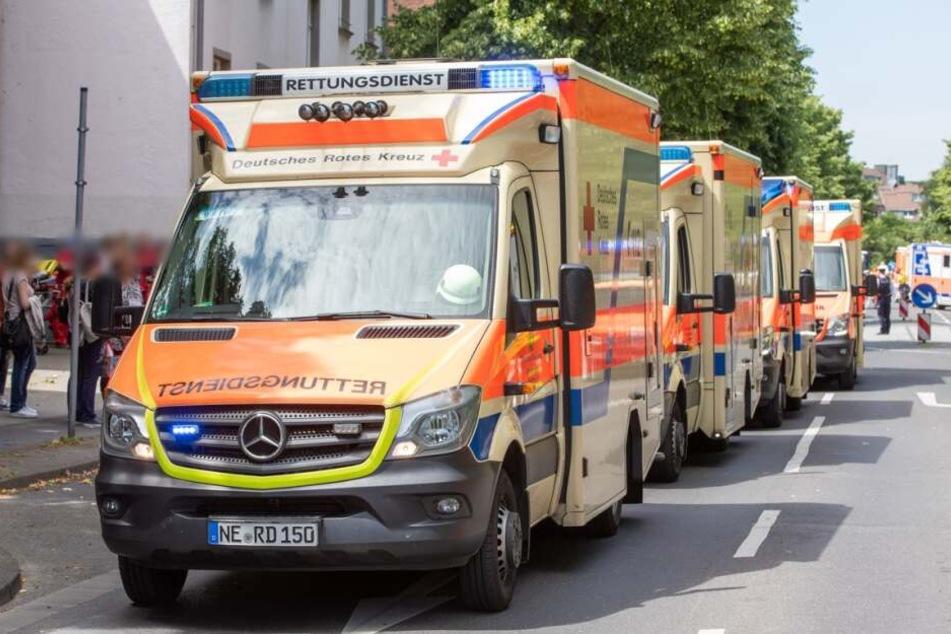 23 Rettungswagen im Großeinsatz: Bauarbeiter klagen über Luftprobleme!