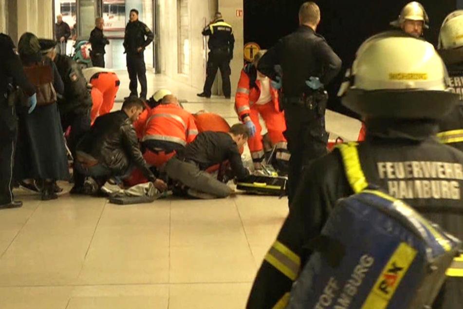 Die Einsatzkräfte versuchten die verwundete Mutter und ihre Tochter noch zu retten.