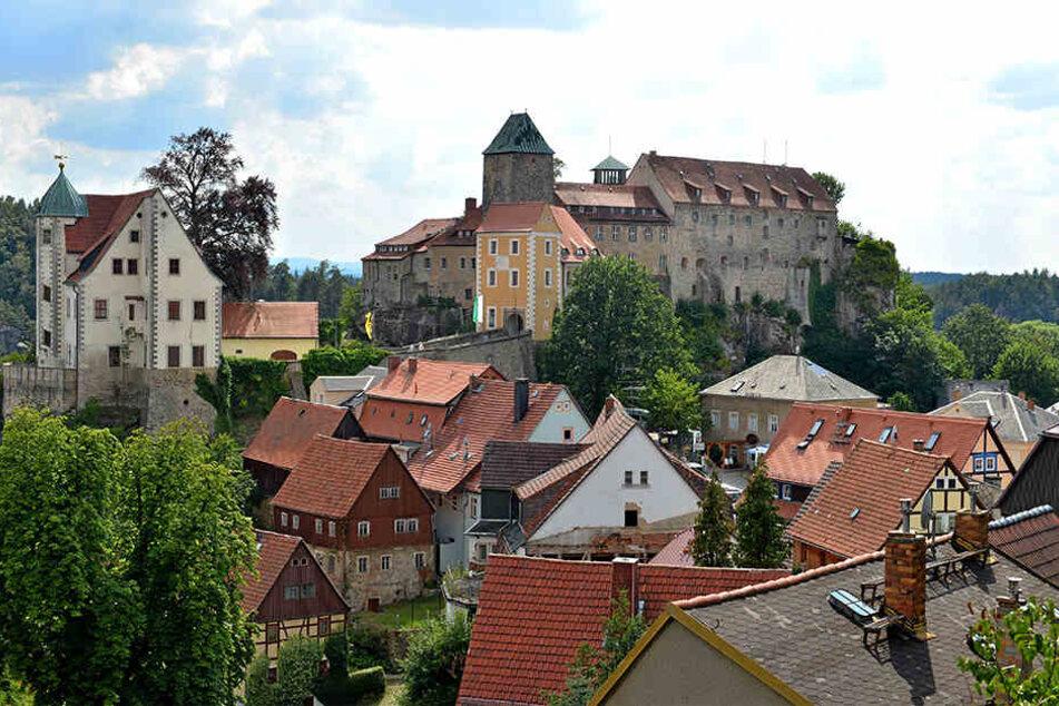 Die Burg Hohnstein wurde vermutlich im 12. Jahrhundert errichtet. Derzeit wartet das Gemäuer auf seine dringend notwendige Sanierung.