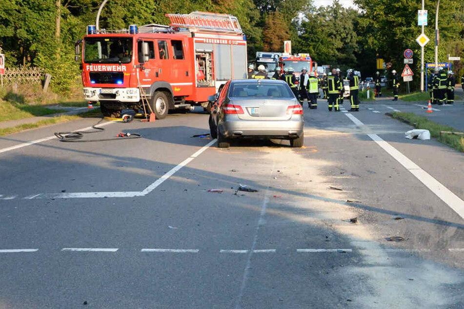 Der Mercedes schob den Suzuki komplett über die Kreuzung.