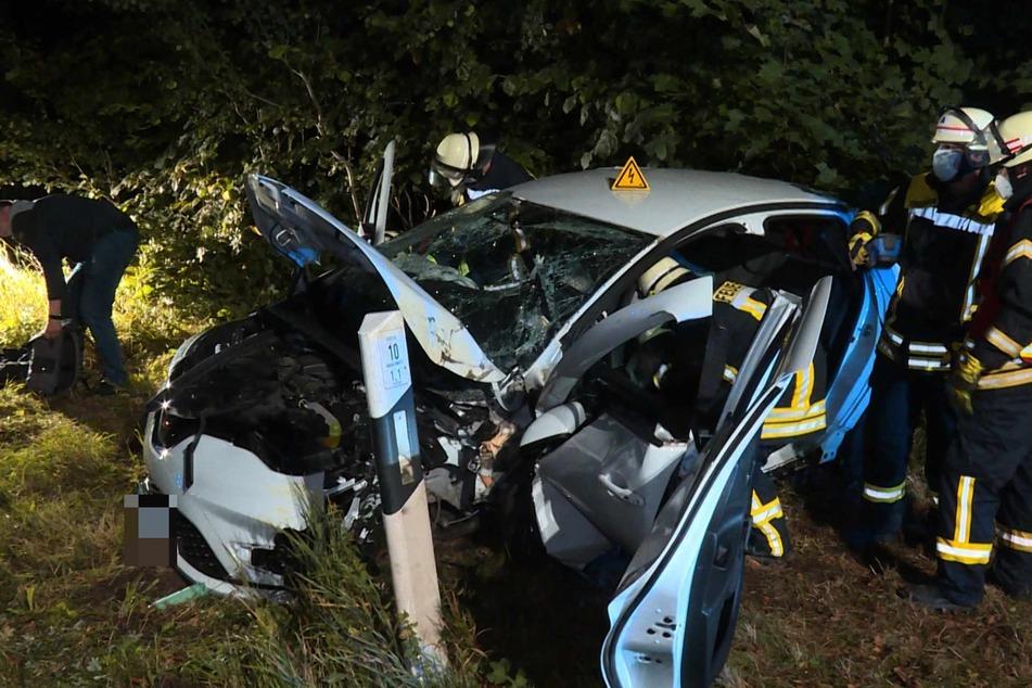 Die Folgen des Unfalls waren an dem Renault deutlich erkennbar.