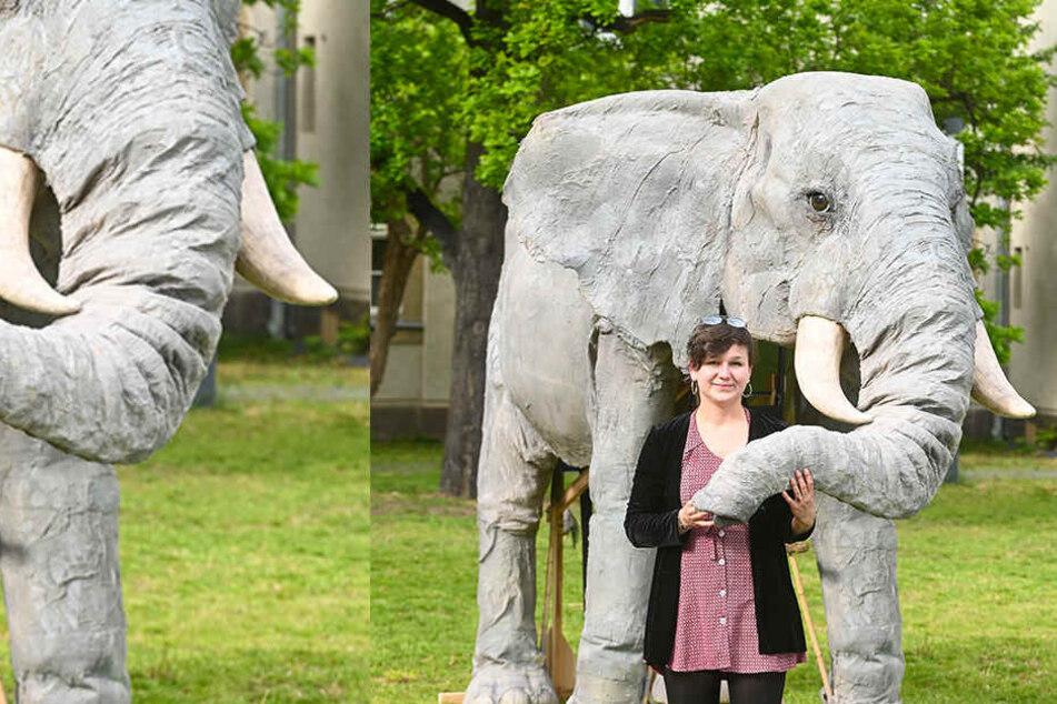Studentin Eva Radt mit ihrer tierischen Diplomarbeit - einem Elefanten, der (nicht nur) auf Theaterbühnen zu Hause ist.