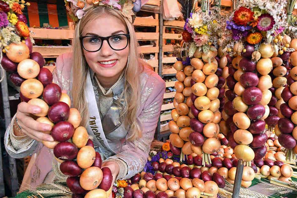 Die Königin Gina-Marie (19) hat ihre Zwiebeln fest im Griff.