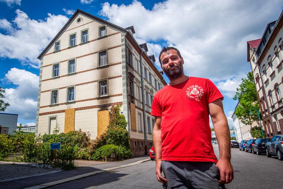 Retter in Not: Alexander Wetzel (38) war gerade heimgekommen, als er Rauchwolken beim Nachbarn bemerkte.