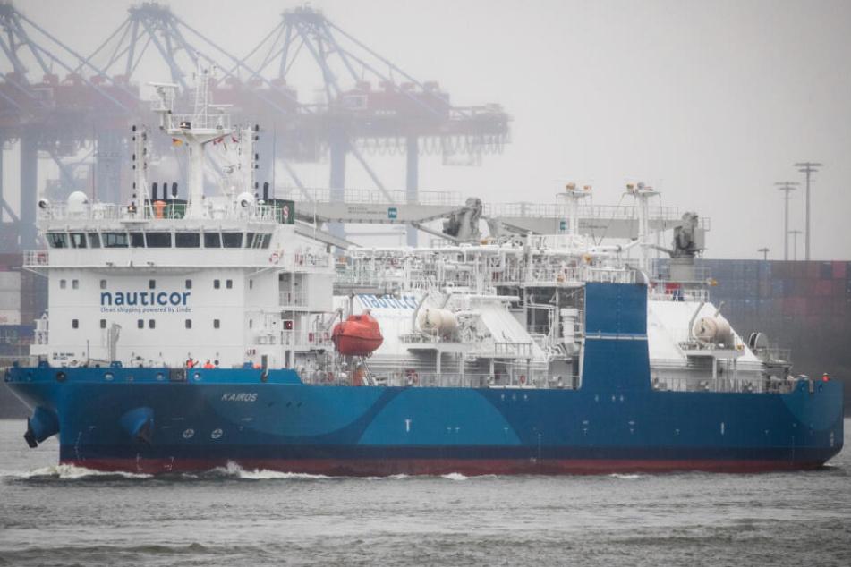 """Das weltgrößte Flüssiggas-Tankschiff """"Kairos"""" liegt seit Donnerstag im Hamburger Hafen."""