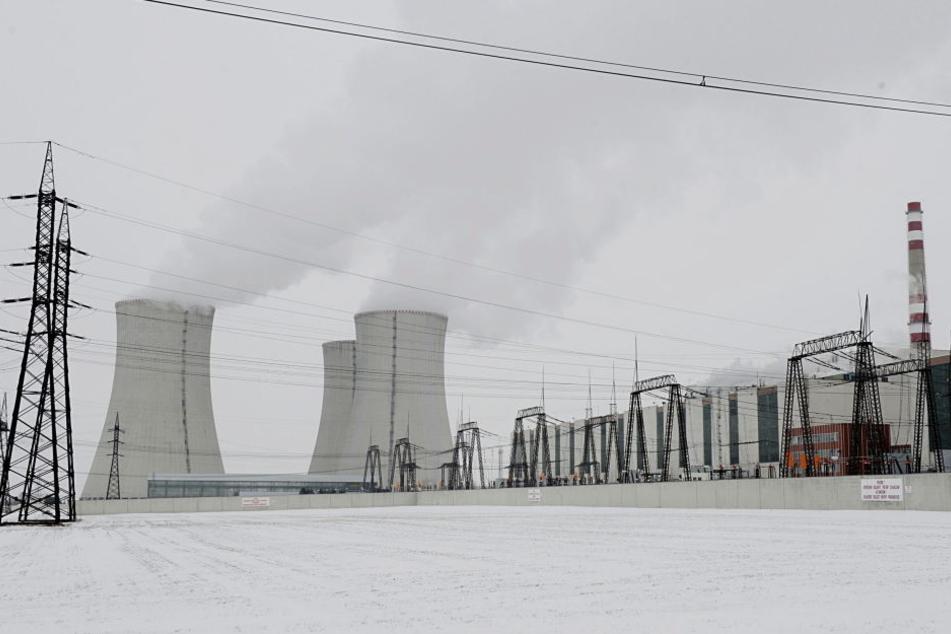 Die Behörden in Tschechien haben die Betriebserlaubnis für das mehr als 30 Jahre alte Kernkraftwerk Dukovany in Südmähren verlängert (Archivfoto).