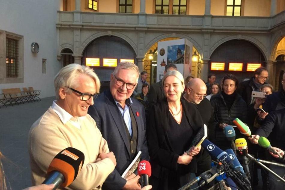 Die kurzfristig einberufene Pressekonferenz im Schloss.