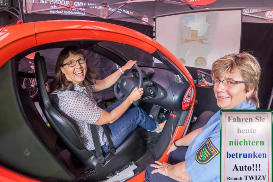 Unter den Augen von Hauptkommissarin Karla Schubert (54) fährt MOPO24-Redakteurin Mandy Schneider (45) mit 1,6 Promille.