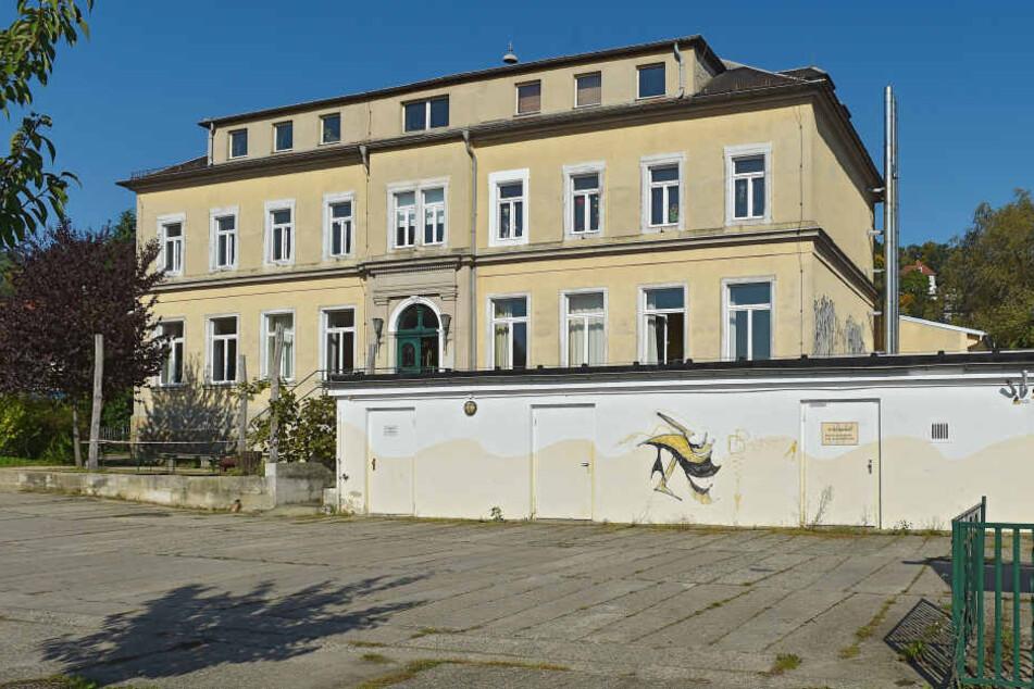Die 88. Grundschule soll künftig in Niederpoyritz sitzen. Doch die Sanierung des Gebäudes am Plantagenweg dauert noch an.