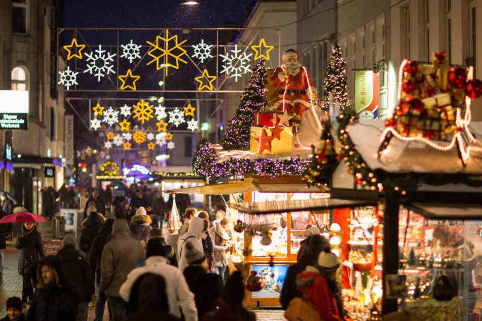 Gasflasche auf Weihnachtsmarkt verpufft: Zwei Personen schwer verletzt