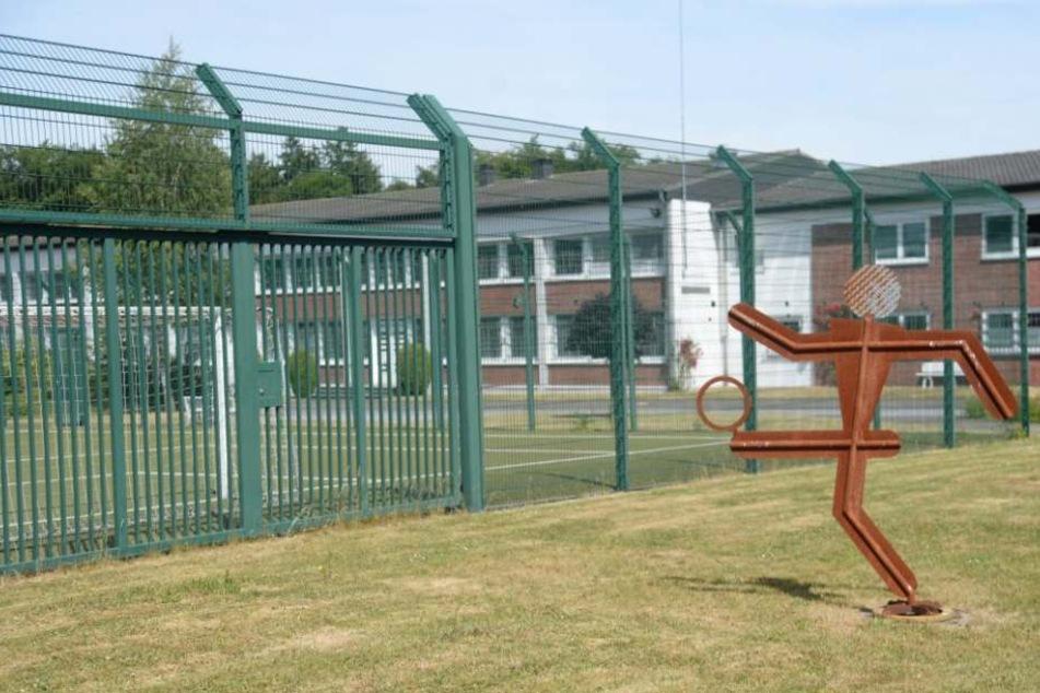 Die Abschiebehaftanstalt in Büren: Die Häftlinge sollen hier einfach über ein Gebäude geklettert sein.