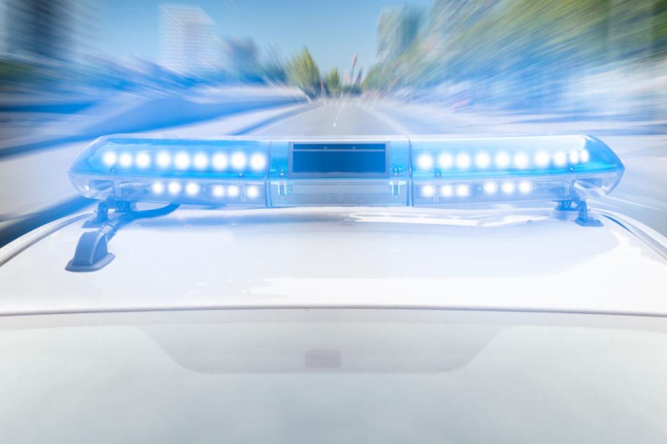 Die Beamten nahmen sofort die Verfolgung auf, als der Opel-Fahrer plötzlich Gas gibt und davonrauscht.
