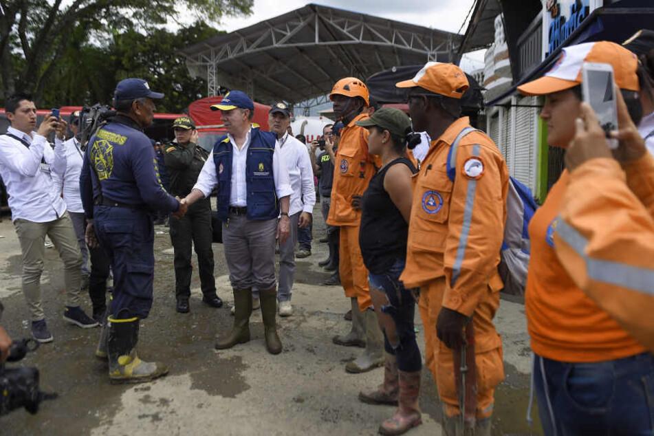 Der kolumbianische Präsident Juan Manuel Santos besuchte die Helfer im Katastrophen-Ort Corinto.